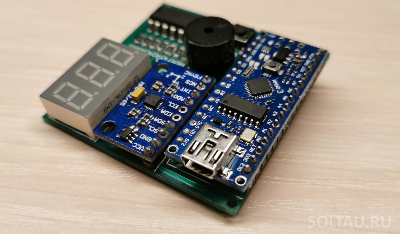 Печатная плата для электронного компаса с распаянными элементами
